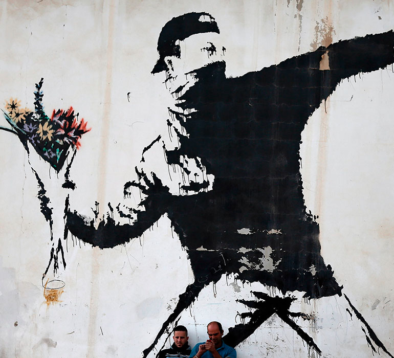 Love is in the air, Bansky.
